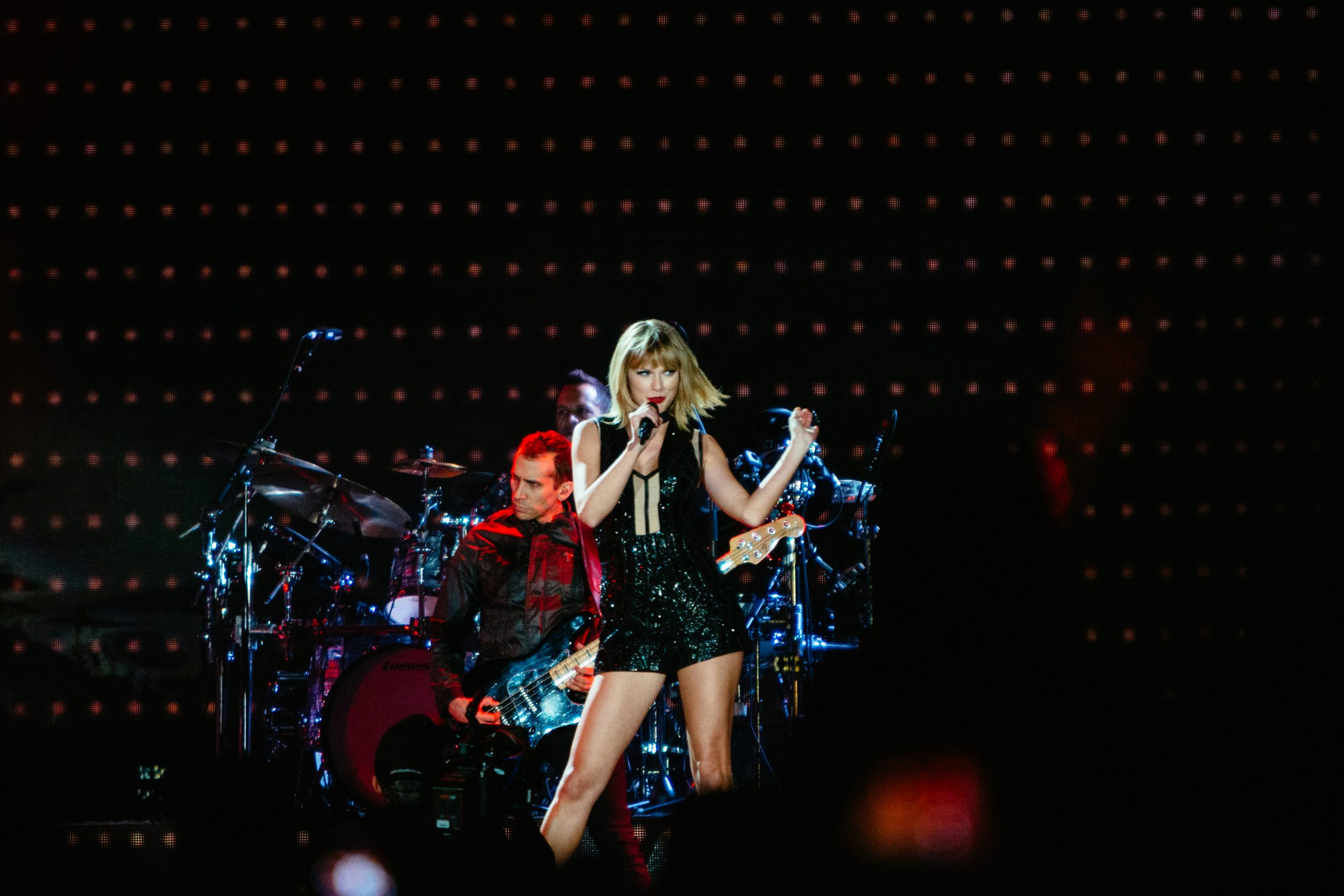 Taylor Swift performing at the 2016 Formula 1 United States Grand Prix